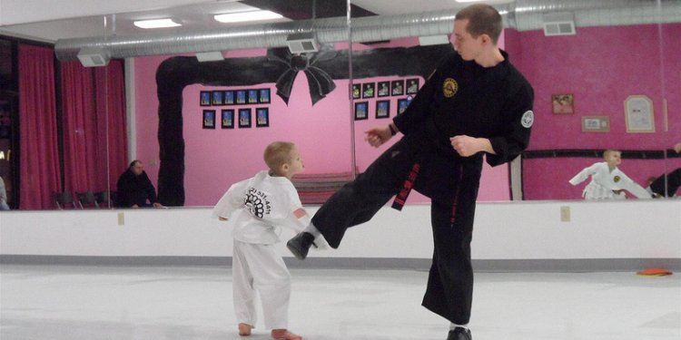 Pkakarate-burgettstown-little dragons-kids karate-martial arts-kenpo-dec-2012 (20